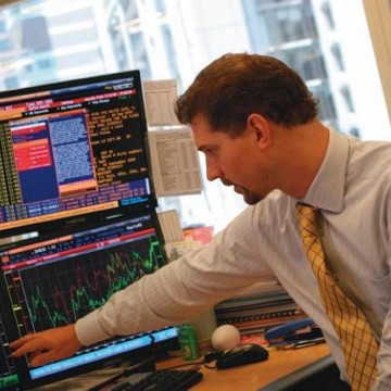 Active Managers Move to Lowest Equity Exposure of  2015